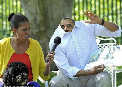 Lustiger Politiker Barack Obama ließt Kindern Geschichten vor