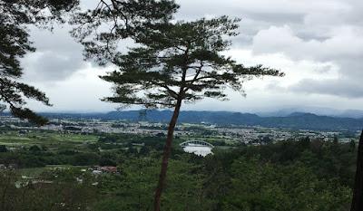宮沢賢治記念館から花巻市街を眺める