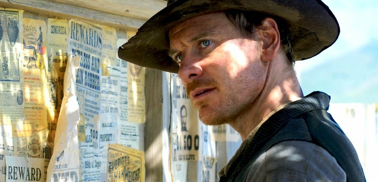 Michael Fassbender e Kodi Smit-McPhee no trailer do faroeste Slow West