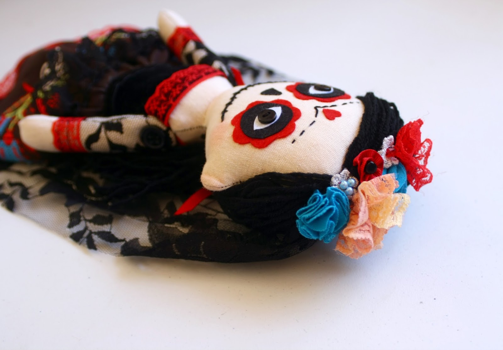 Muñeca de La Catrina hecha a mano, detalle