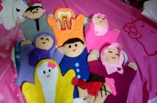 Boneka tangan kain flanel