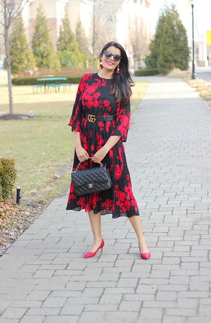 H&M Calf length dress, H&M Pleated dress, H&M red floral midi dress, Spring Dresses 2018, Gucci Belt over midi dress, Gucci belt style ideas, Gucci Belt with dress, H&M tassel earrings