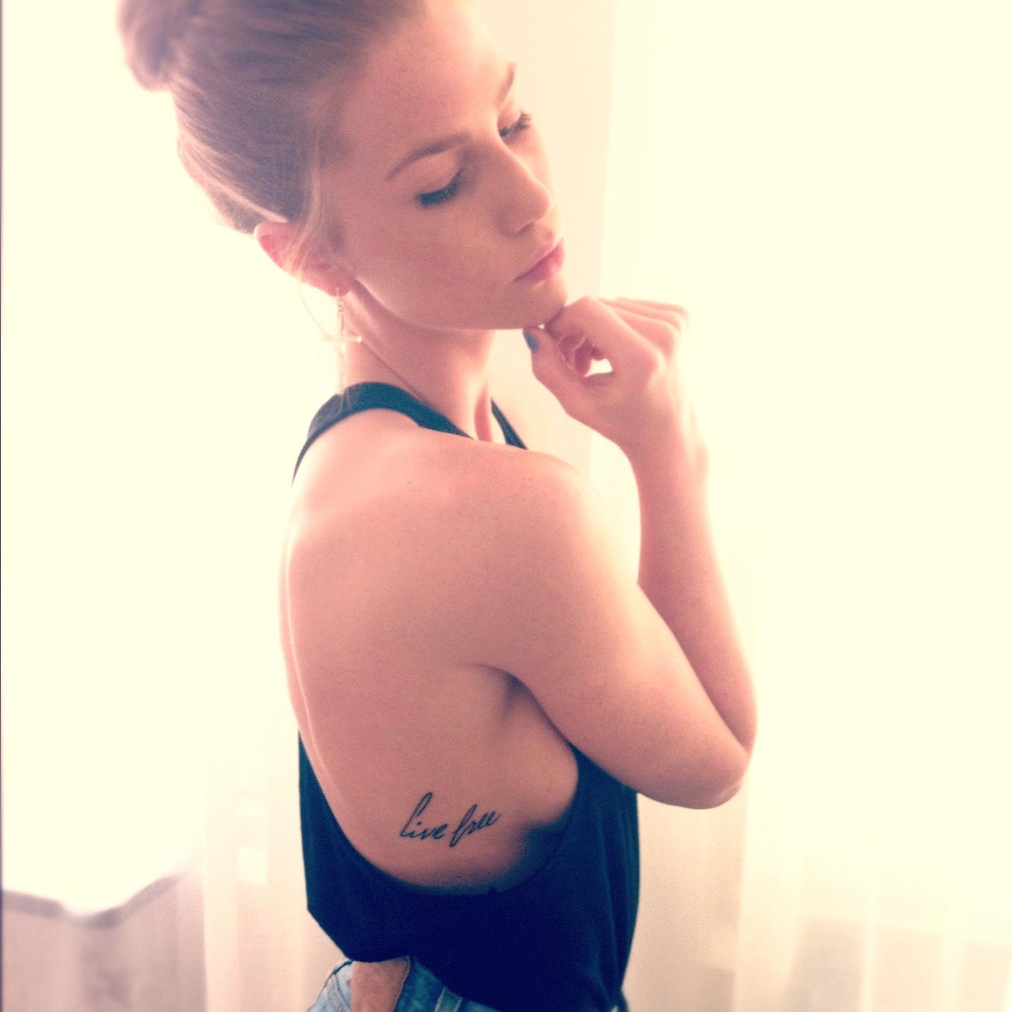 Los Tatuajes Debajo Y Junto A Los Pechoslos Mas Bellos