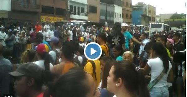 Los Cerros Bajaron - A votar contra el régimen