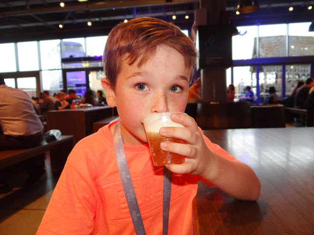 Harry Potter Studio Tour: Butterbeer at the Backlot Cafe