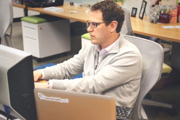 Programar respuestas automáticas en Correo de Outlook