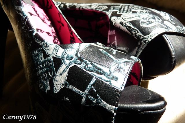 iron-fist-scarpe