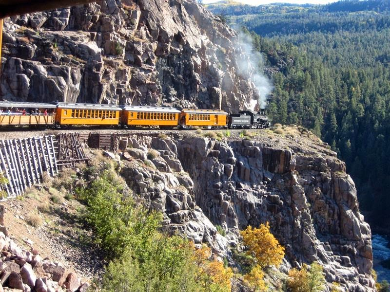 The Durango and Silverton Narrow Gauge Railroad is a heritage railway in the state of Colorado that travels about 73.2 kilometers precisely between Durango to the historic mining town of Silverton. Designed and cut to 914mm narrow gauge route leads over spectacular sections and through gorges and canyons of the San Juan National Forest, in the US state of Colorado.