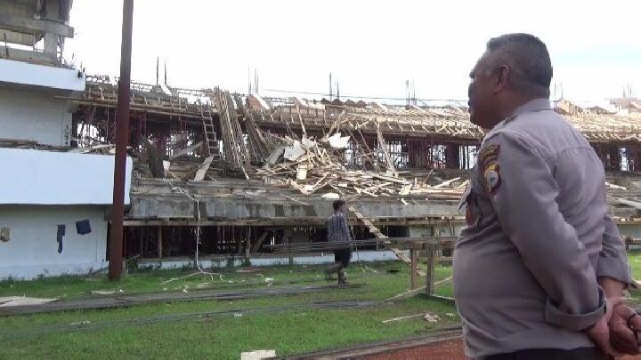 Belum Diresmikan, Stadion Makassar Bertaraf Internasional Roboh