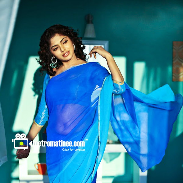 Rima Kallingal hot navel and cleavage show in saree