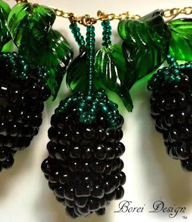 How to make a blackberry necklace