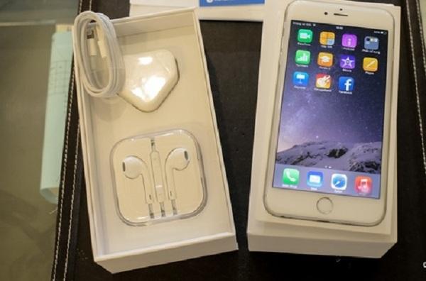 Hộp chứa iPhone 6 Plus cũ có rất nhiều linh kiện