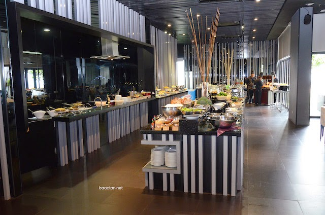 There's even a daily buffet spread at SKY360°