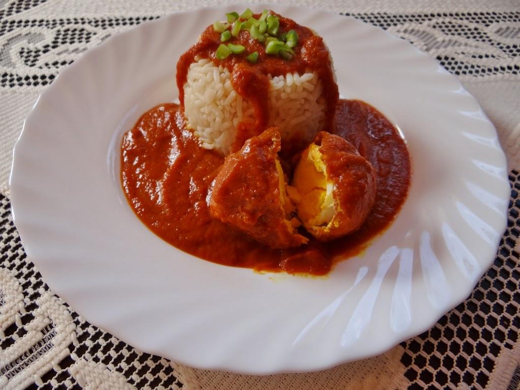 Jajko w pikantnym sosie z ryżem