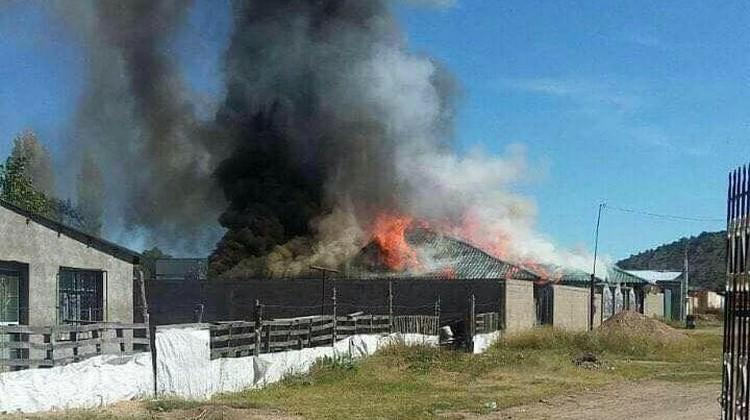 """Sicarios prenden fuego a propiedades de """"El 32"""", líder criminal de """"La Línea"""""""