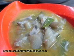 Sayur lompong yaitu kuliner berbahan dasar batang talas atau dikenal juga dengan sebutan RESEP SAYUR TALAS (LOMPONG)