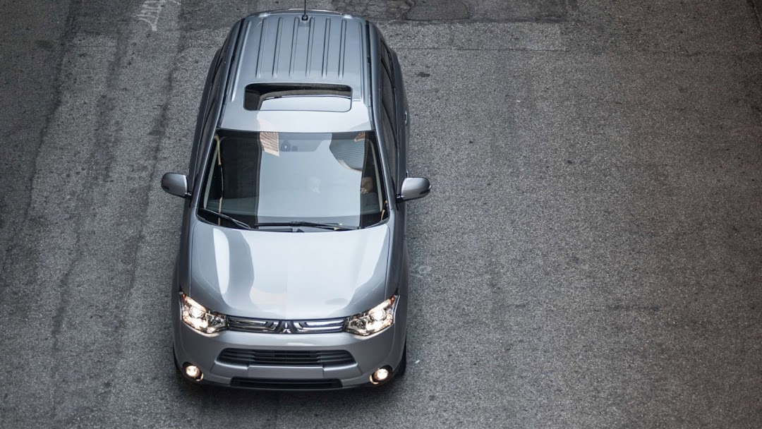 2014 Mitsubishi Outlander HD Wallpaper 5