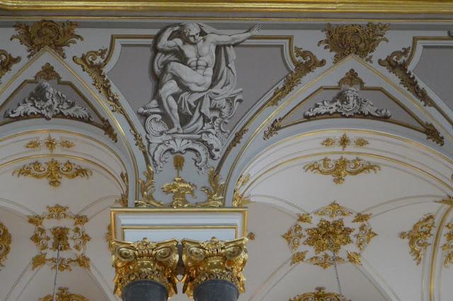 Saint Pétersbourg : Les ors du palais d'Hiver détail des plafonds