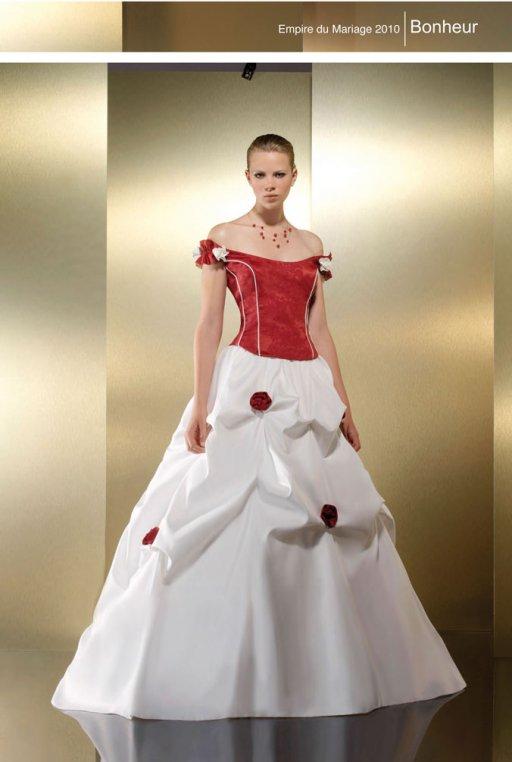 robes de mariage robes de soir e et d coration robe de mari e blanche et rouge. Black Bedroom Furniture Sets. Home Design Ideas