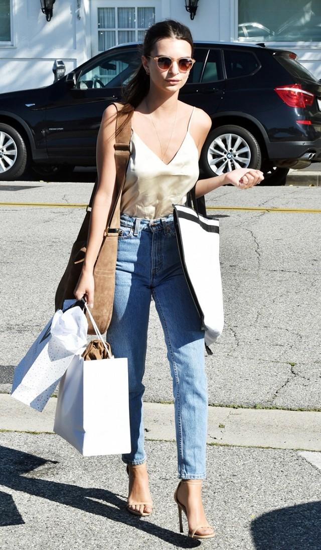 Street style, Emily Ratajkowski outfit, Mom jeans