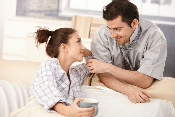 خاص للمتزوجين : هذه الجملة كان ردّدها  رجل لزوجته كل يوم وأنقذت زواجهما من الإنهيار.. إليكم ما كان يسألها يومياً وماذا كانت تجيب..
