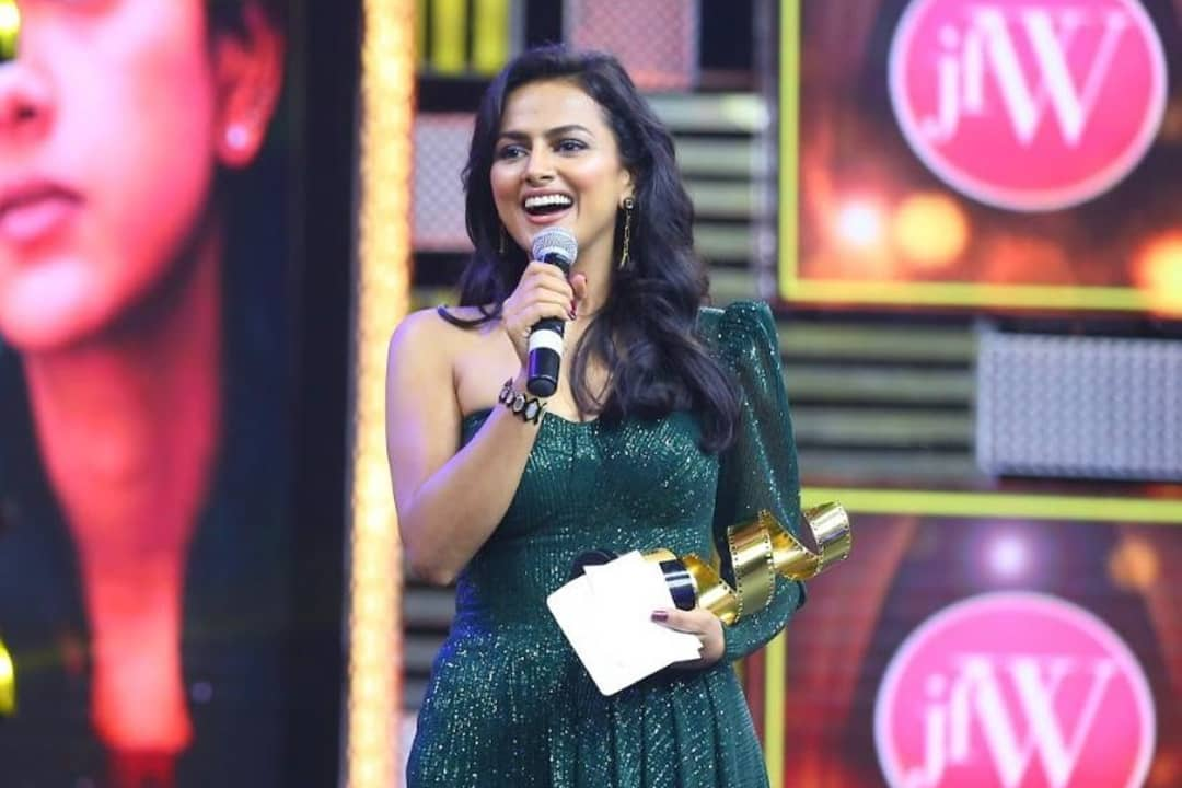 Actress Shraddha Srinath At jFW Awards for Nerkonda Parvai