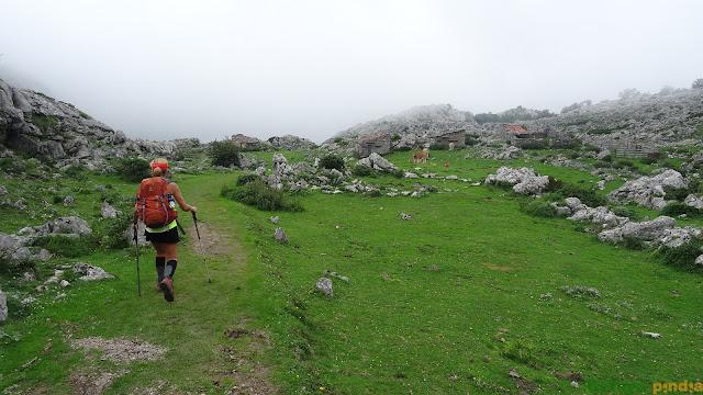 Pasando por la Rondiella entre niebla