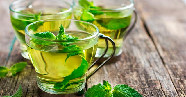 10 benefícios do chá de hortelã para pele, cabelo e saúde