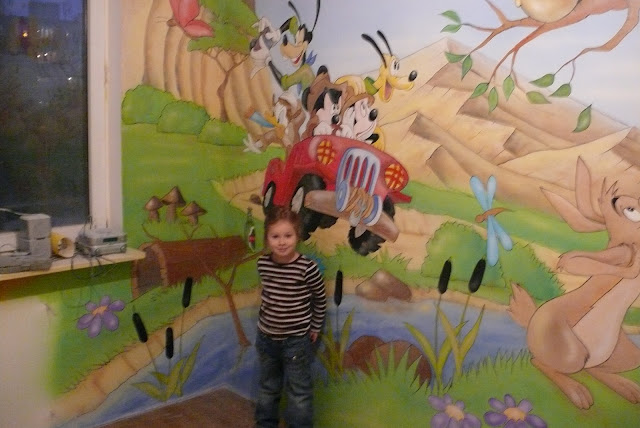 Aranżacja ściany w pokoju dziewczynki, malarstwo ścienne Warszawa