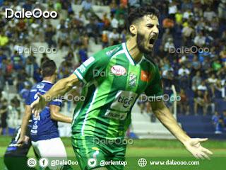 Patricio Vidal celebra su gol en el triunfo de Oriente Petrolero sobre Sport Boys - DaleOoo