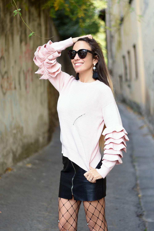 maglione rosa con rouches