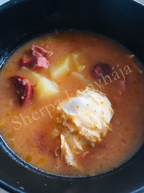 Különleges krumpli leves és Cajun csirke fekete babos rizzsel