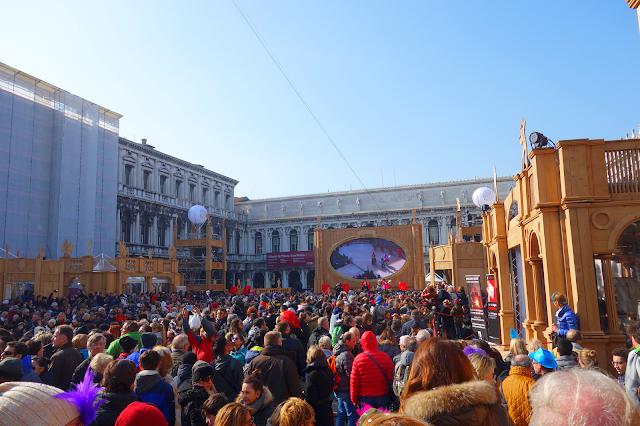 Policie bude na karnevalu blokovat náměstí Svatého Marka, benátský karneval, Piazza San Marco, enátky průvodce, kam v benátkách, co vidět v benátkách, benátky památky, benátky historie, jak se najíst v benátkách, kde se najíst v benátkách, co ochutnat v benátkách, kam v benátkách na víno, kam v benátkách na aperol spritz, zažijte benátky jako místní