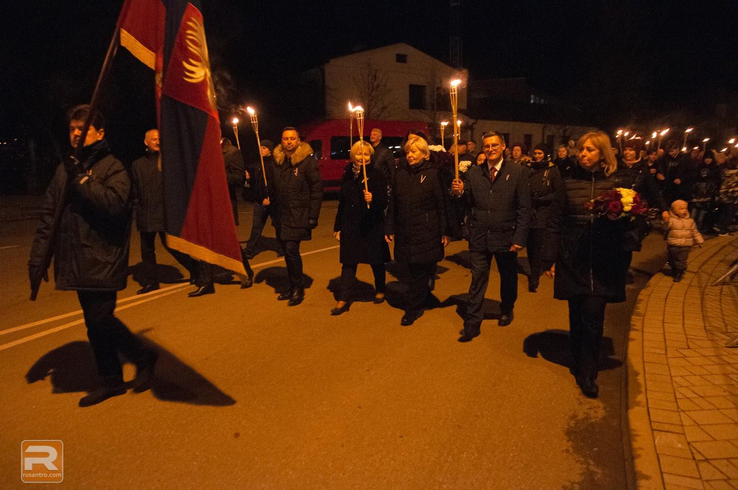 Jelgavas pašvaldības deputāti lāpu gājienā