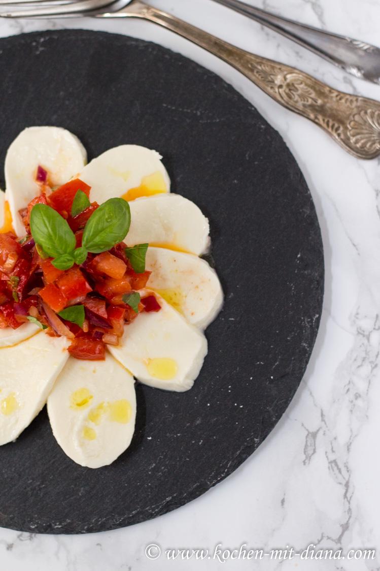 Mozzarella mit Tomaten-Chilli Salsa