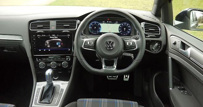 Volkswagen Golf GTE 2017 driver's view