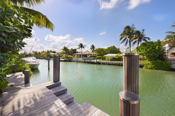 Private dock in Modern mansion in Miami