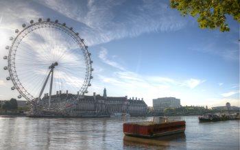 Wallpaper: London Eye at Dawn