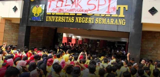 Demo Ricuh, 6 Mahasiswa Unnes Terkapar Dihajar Mobil Rektor