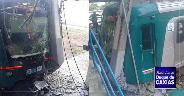 Trem colide em poste na estação de Saracuruna em Duque de Caxias