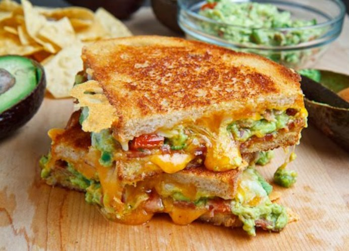 Bacon Guacamole Grilled Cheese Sandwich #sandwich #deliciousrecipe