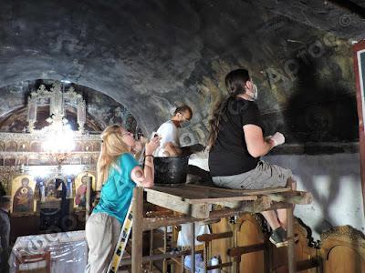 ΑΡΤΑ-Στο φως σπάνιες τοιχογραφίες στη Μεγαλόχαρη