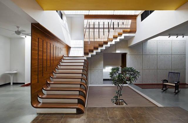 Cầu thang gỗ sang trọng và hiện đại