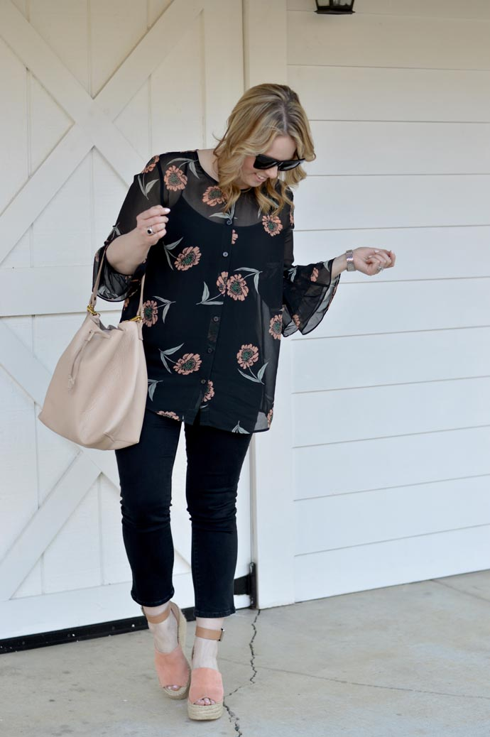 floral blouse spring outfit