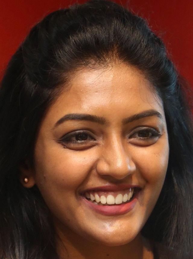 Actress Eesha Rebba Real Face Without Makeup Photos