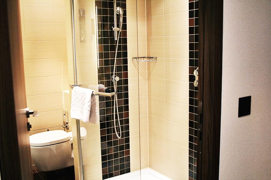 hotel bath room