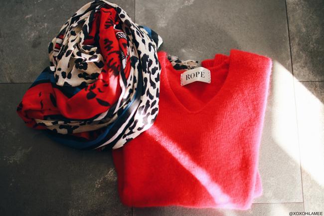 日本人ファッションブロガー、MizuhoK,Newin-一月に買ったもの,ROPE:Vネック赤セーター、ZARA:レオパードミックス柄ストール