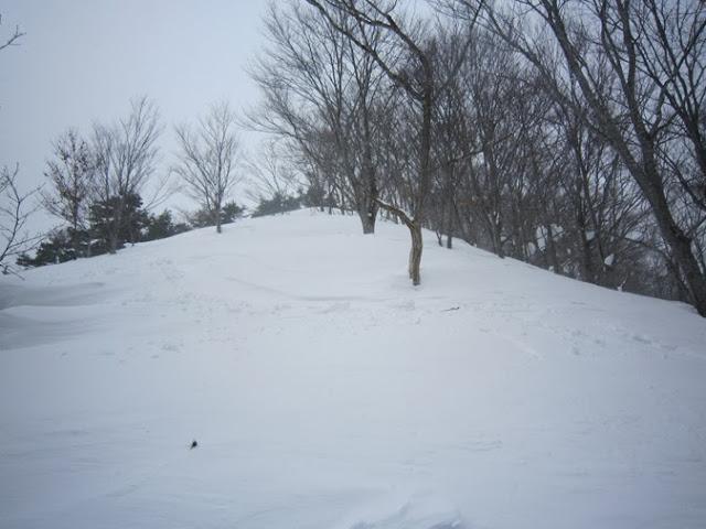 山頂直下のスキー