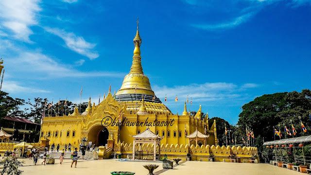 Replika Pagoda Shwedagon Di Taman Alam Lumbini Berastagi