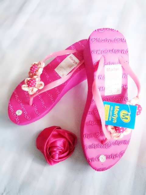 sandal spon hak tinggi marlyn bunga pink